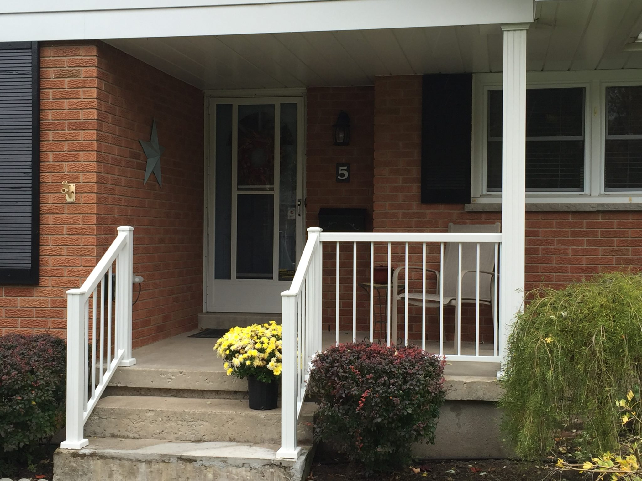 Front porch aluminum railing installed by Beaumart Aluminum Limited in London, ON