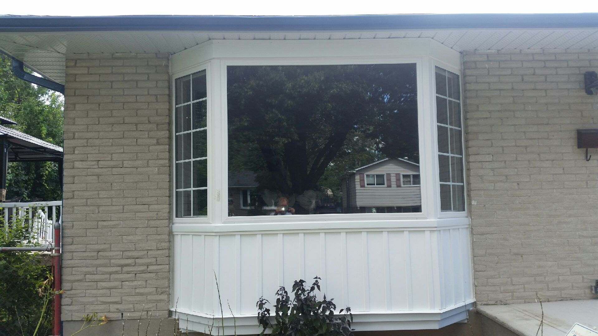 Bay window installation completed by Beaumart Aluminum Limited in London, ON